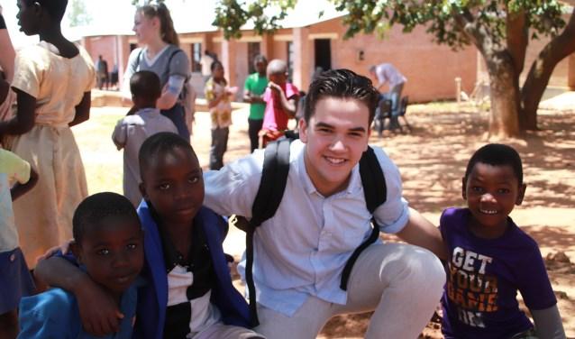In Malawi kwam Daniel Laclé in contact met leeftijdgenoten en  kinderen, onder meer om het belang van onderwijs te benadrukken.