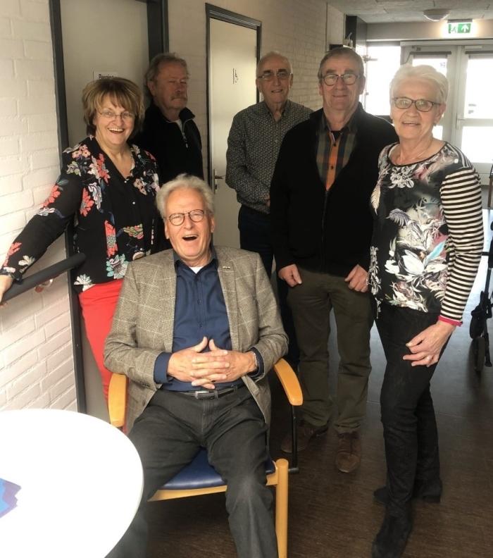 Een groep enthousiaste vrijwilligers steekt haar nek uit voor Bredero's Hof, een seniorencomplex in hartje Giessenburg waar sinds kort ook dagbesteding plaatsvindt.