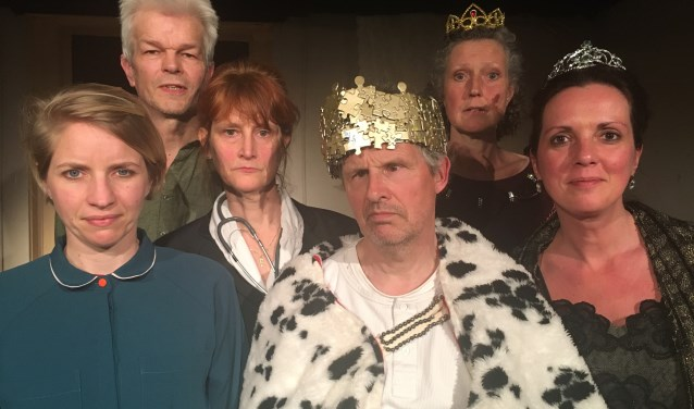Ceremonie-cast (v.l.n.r): Marijke Meems, Winfried Laane, Nienke van der Zee, Pieter Jongsma, Jeanine Peters en Do Iseger-Broer.