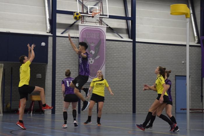 Wouter Blokhuis uit een vrije bal.