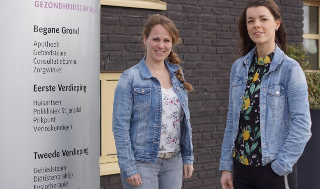 Melissa Smit-Mater (links) en Pauline Kortbeek.