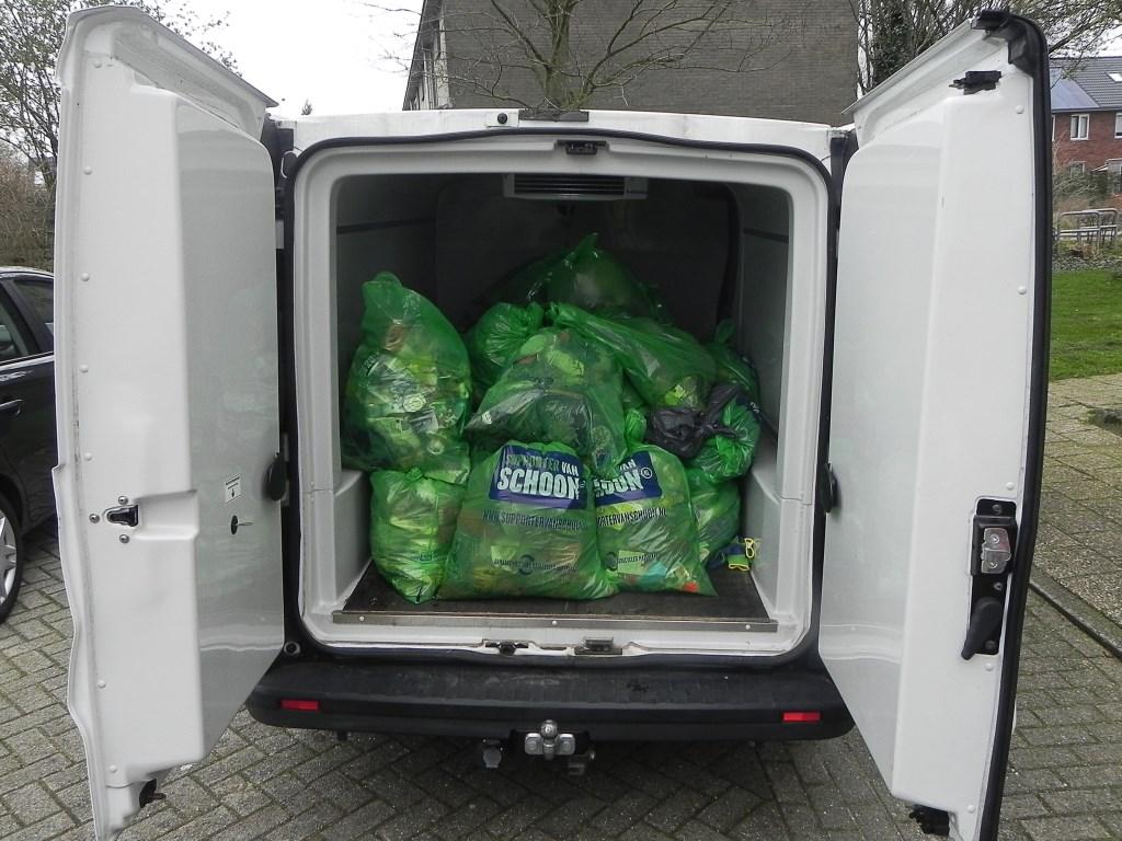 De bus was goed gevuld met meer dan 30 zakken vuil. Richard Thoolen © BDU media