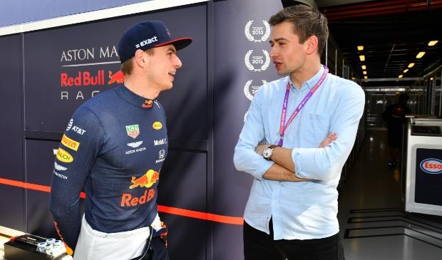 Max Verstappen en Erik van Haren in 2019 in gesprek.