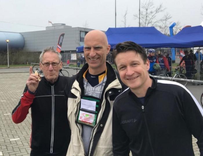 V.ln.r.: Rob Rozeboom, André Hooft en Jeroen Rozeboom presteerden uitstekend tijdens de NK Wintertriathlon