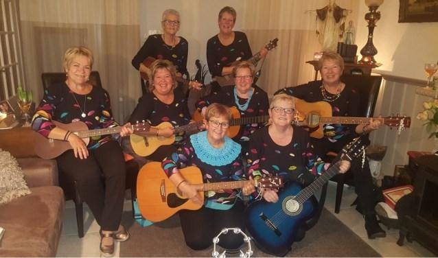 Acht van de negen leden van Tisnennyfals.