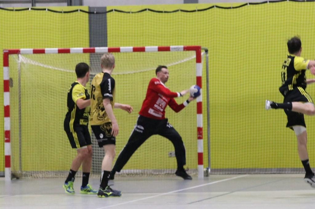 Harmen Voogt weet met een snelle reflex een doelpunt te voorkomen. Hanna Koops © BDU media
