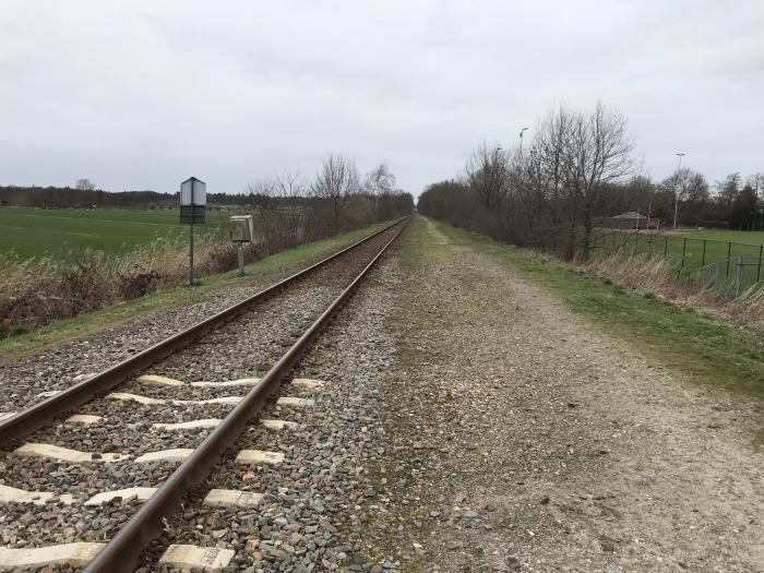 De Ponlijn met naast de rails voldoende ruimte voor een 3 meter brede fietssnelweg