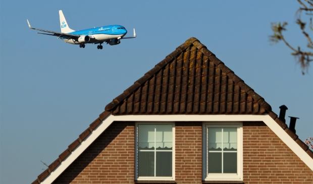 <p>Het sluiten van de Zwanenburg- en Aalsmeerbaan levert naar schatting ruimte op voor 50.000 tot 120.000 woningen.</p>