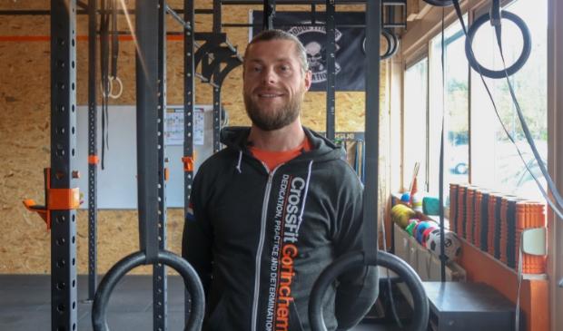 <p>CrossFit is gevestigd aan de Schelluinsevliet op de begane grond van een appartementencomplex</p>