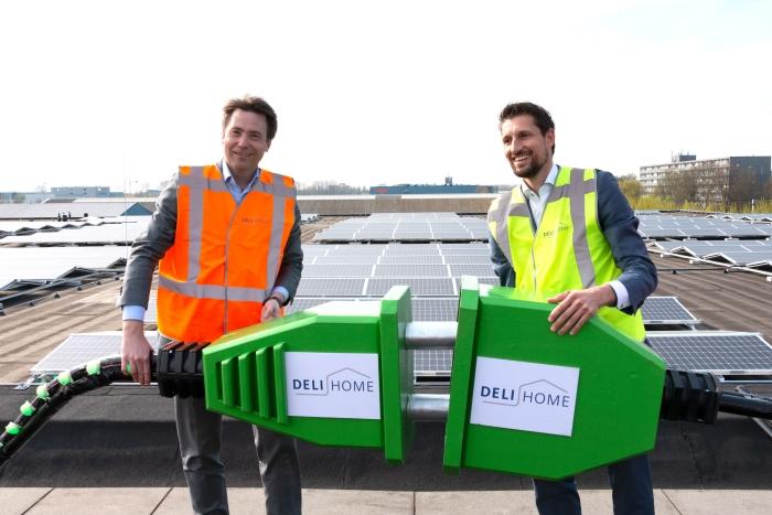 Jan-Willem Smits (CFO Deli Home) en Eelke Kraaijeveld (wethouder Duurzaamheid & Energietransitie)