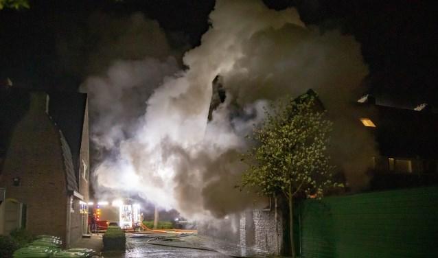 De rookontwikkeling was vorige week enorm bij de woningbrand.
