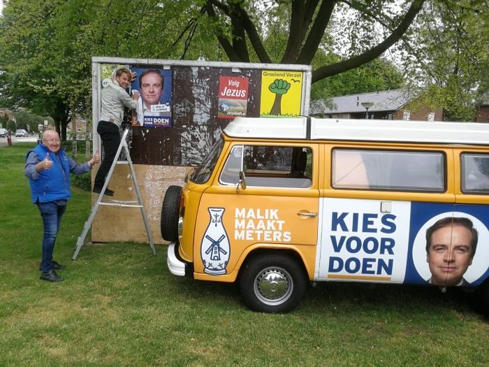 Aalt Geurts met VVD busje