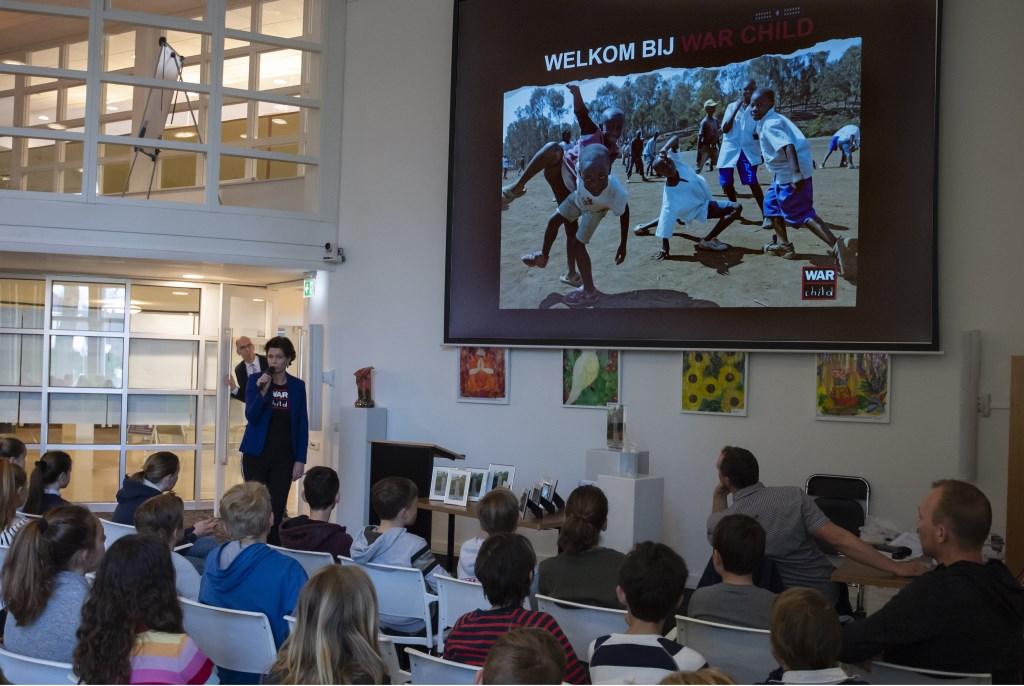 Jooske Hommes gaf een presentatie over 'Warchild'  Ellen Toledo © BDU media