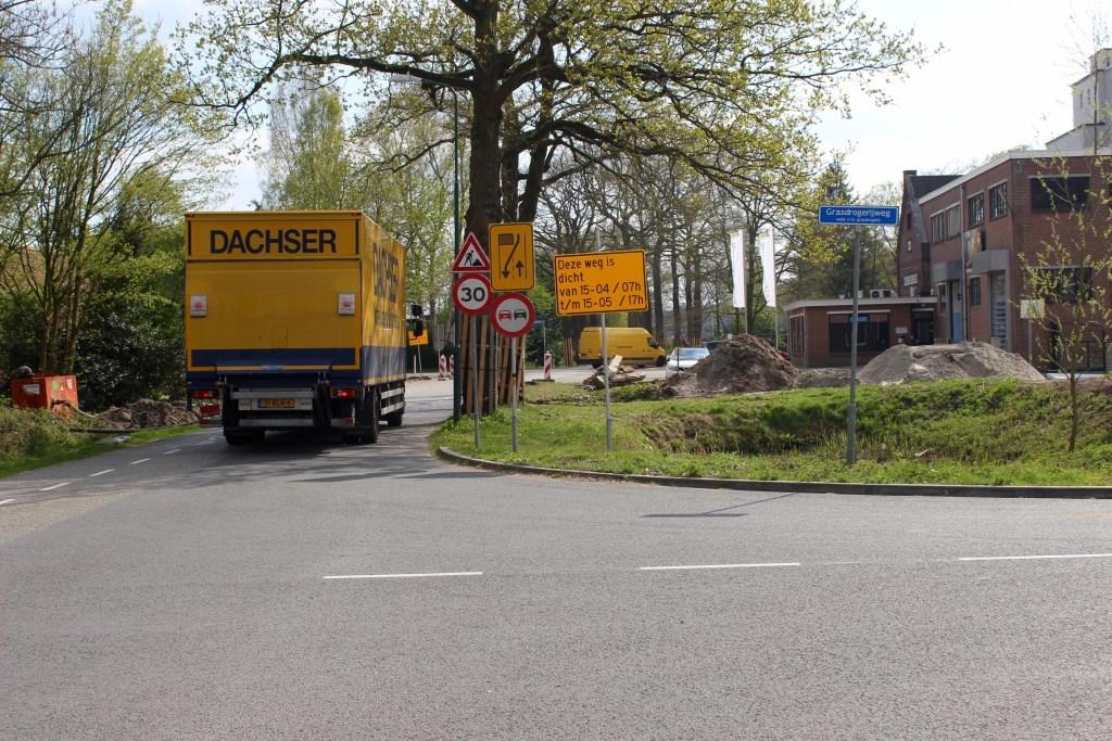 De bocht bij Grasdrogerij/Hamersveldseweg. Rechts de ABZ Diervoeding fabriek. Marcel Koch  © BDU media