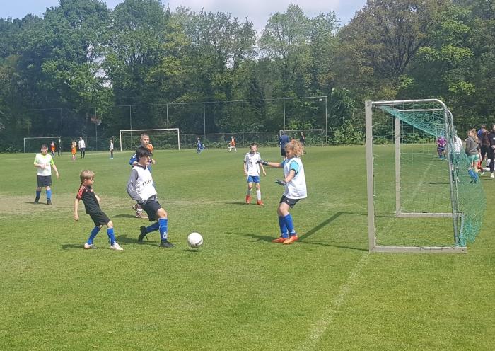 Maar uiteraard is dit het belangrijkste: voetballen Peter Beijer © BDU media