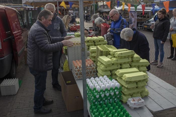 In de rij voor een ei Eigen afbeelding markt © BDU media
