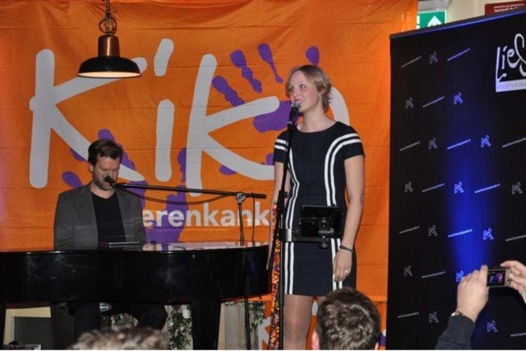 Lisanne Spaander treedt op met Bas Bons aan de minivleugel. onbekend © BDU media