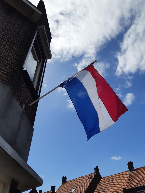 De Nederlandse vlaggen wapperden in de Sliedrechtse straten. Romy den Otter © BDU media