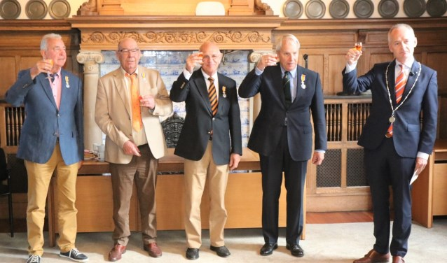 Van links naar rechts: Tom de Roode, Gerard Versteege, Hans Reijmers en Onno Borgeld werden koninklijk onderscheiden