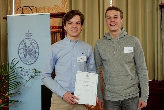 Steven van den Wildenberg en Matthijs Ates (Atheneum College Hageveld) ontvingen een eervolle vermelding voor hun werkstuk over stemherkenning van personen