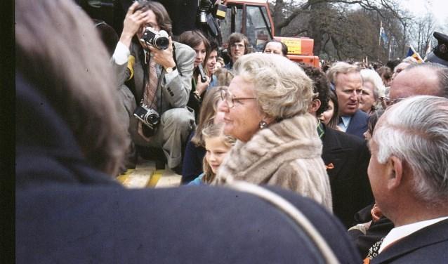 Na afloop van het defilé wandelde de koninklijke familie door de voortuin van het paleis.