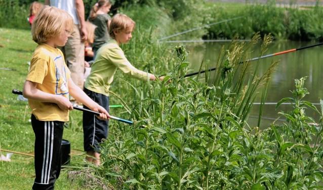 Goed leren vissen op karpers kan zondag 19 mei in Spaarnwoude.