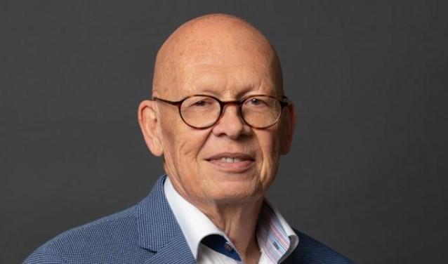 Wethouder Dick van Zanten houdt zich bezig met het crematoriumdossier.
