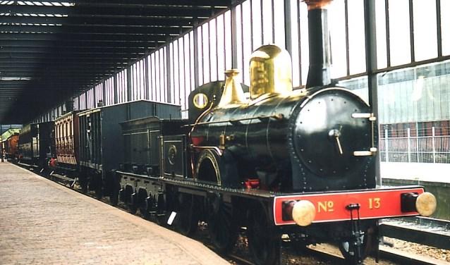 Een van de eerste stoomtreinen, nu nog te zien in het Spoorwegmuseum