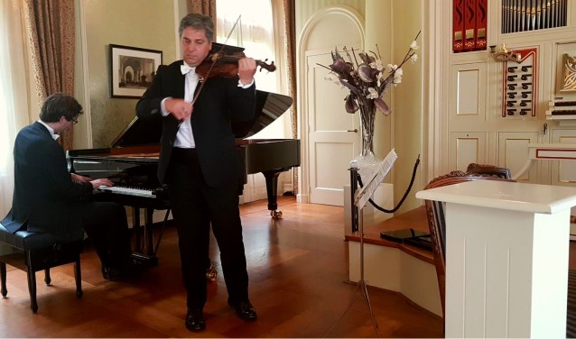 Pianist Wouter Harbers en violist Robert Cekov.