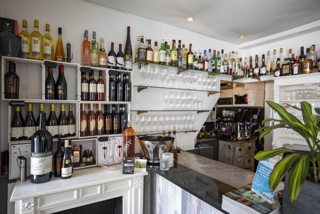Bij goed eten hoort een goede wijn.  Michel van Bergen © BDU media