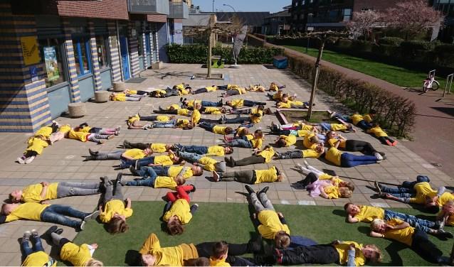 Leerlingen van Beurthonk liggen klaar voor de beelden voor Google Earth.