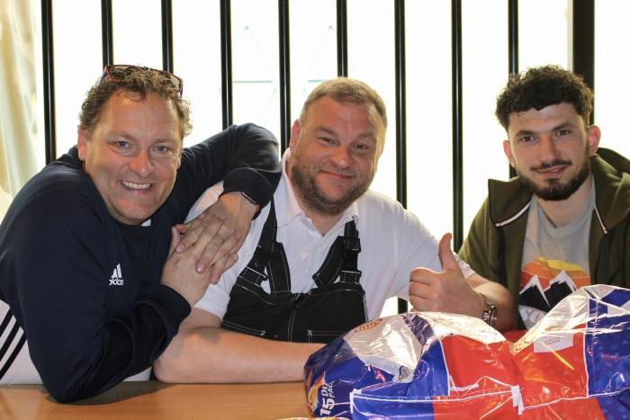 Martin Bel (l), Dennis van Alphen (m) en Safa Agyazi (r) zetten zich elke dag onvoorwaardelijk in voor de leerlingen van Het Molenduin Britt Hoeksema © BDU