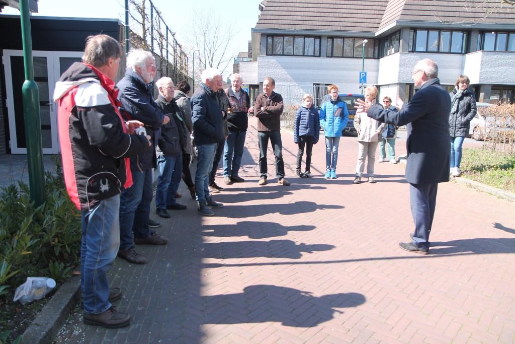 Pieter de Kruif legt het belang van biodiversiteit uit Hannie van de Veen © BDU media