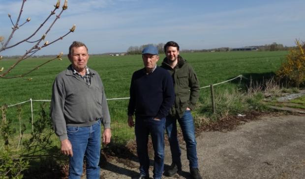 <p>Op 8 april 2019 legden Marius Schaaps (LC energy) en de heren Dorrestein hun plan uit in het Bunniks Nieuws, toen voor 25 hectare zonneweide (archief BDU)</p>