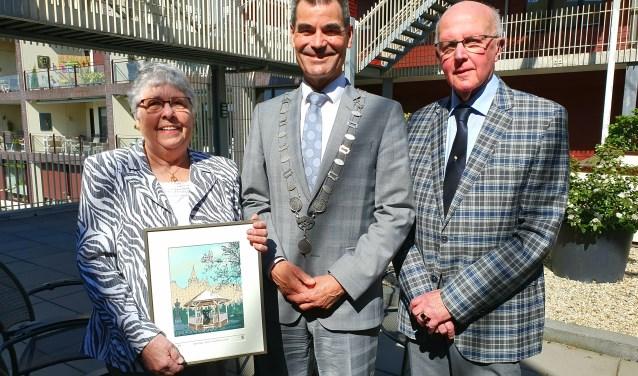 Aad en Nel vereerd met het bezoek van burgemeester De Jong