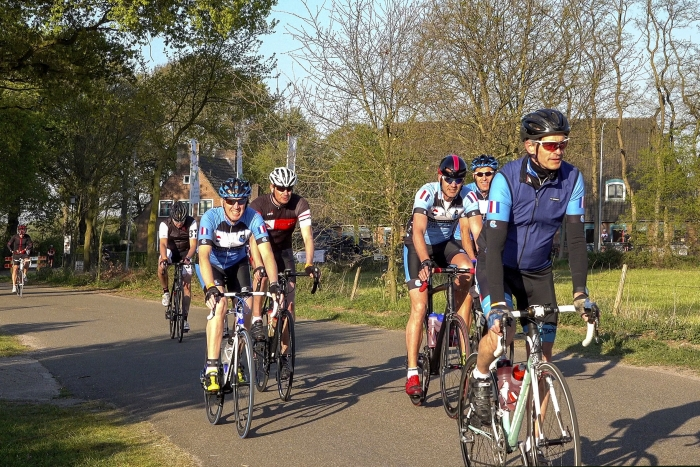 Fietsers bij de start van Tour de Haute Veluwe