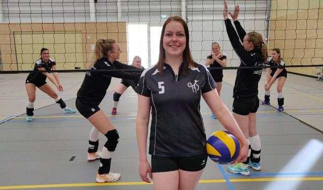 OMS-diagonaal Lydia Schreuder voor aanvang van de promotiewedstrijden in Raalte.