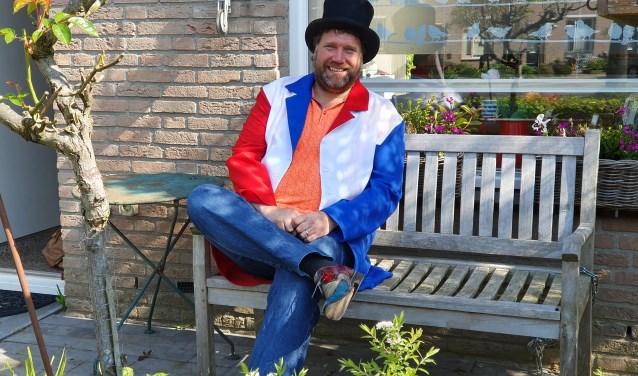 Bert is er klaar voor om OKEPoP te presenteren, van hoed tot schoenen.