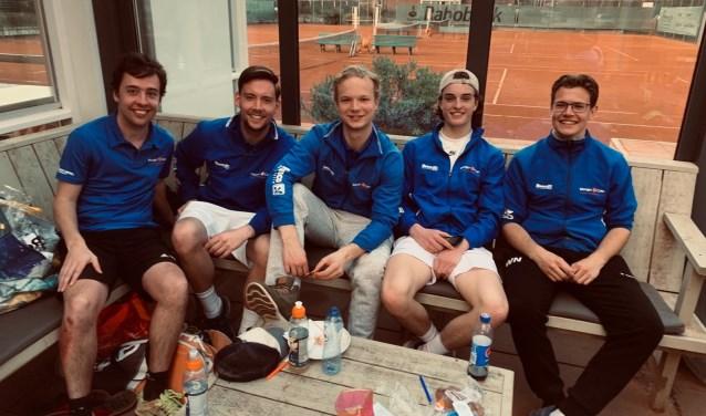 Robbin Beijnhem, Bart Gijsbertsen, Koen van der Horst, Boudewijn de Jongh en Wesley Nieuwendijk vormen het eerste team.