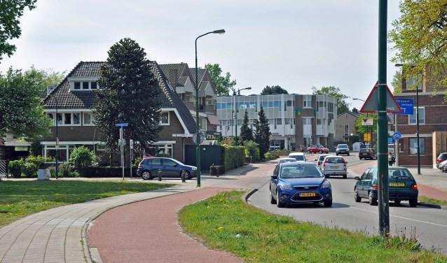 Op de Stadhouderslaan komt een afslagvak voor verkeer naar de Korte Brinkweg (links).