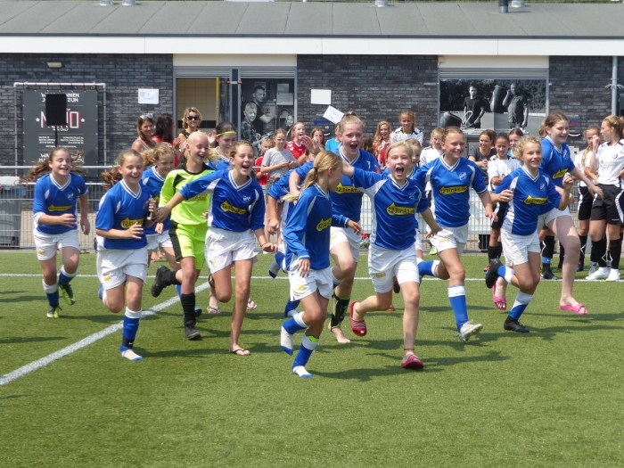 Plezier en sportiviteit bij de meisjesteams van SDC Putten