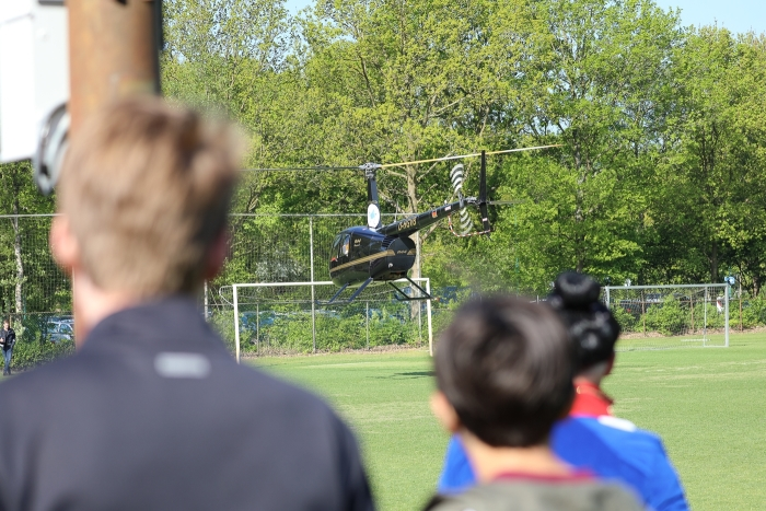 """Marien Koene werd per helikopter """"afgeleverd"""""""