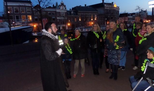 In de avond vertelde verhalenverteller Hisperienta met veel humor over de Haarlemse geschiedenis.