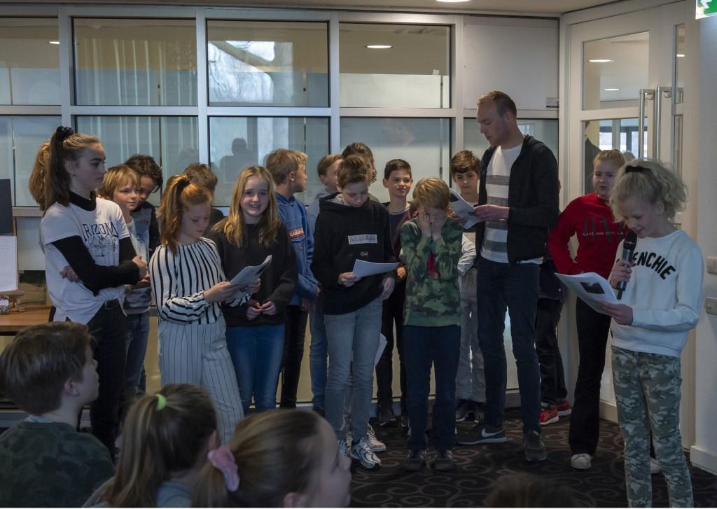 Alle leerlingen mogen hun gedicht voordragen Ellen Toledo © BDU media
