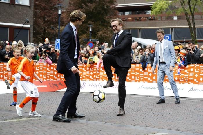 Isa Baars voetbalt met de prinsen