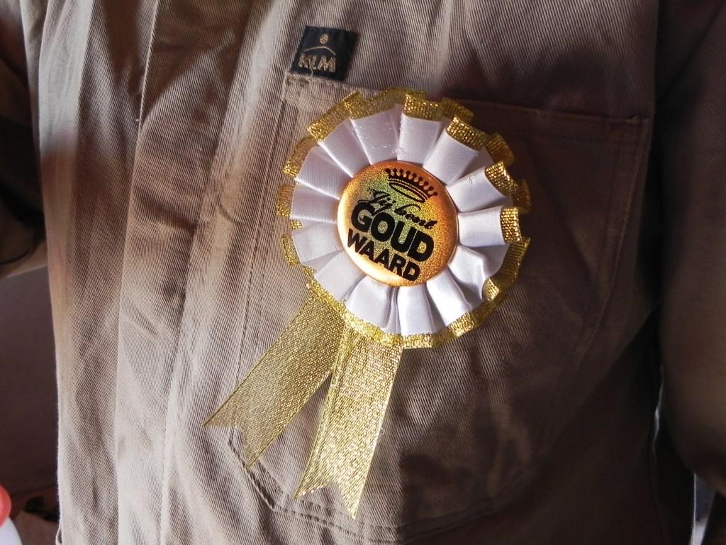 Mensen die zich bovengemiddeld inzetten voor behoud van de molen kregen een gouden rozet. Richard Thoolen © BDU media