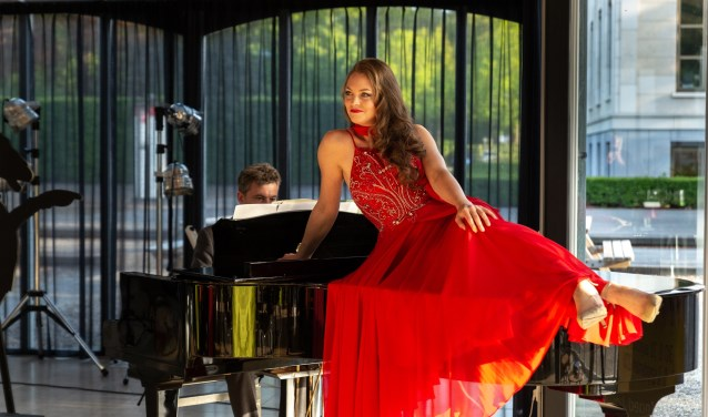 Donij van Doorn en pianist Jeroen Sarphati boeiden hun publiek tijdens de experimentele 'Walking Opera Dinner'.