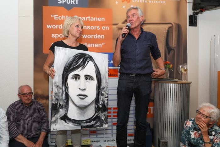 Nico Fiegen bedankt de busineesclub, links zijn vrouw Bertine Fiegen Arjen Gerritsma/Graphic Sound © BDU Media