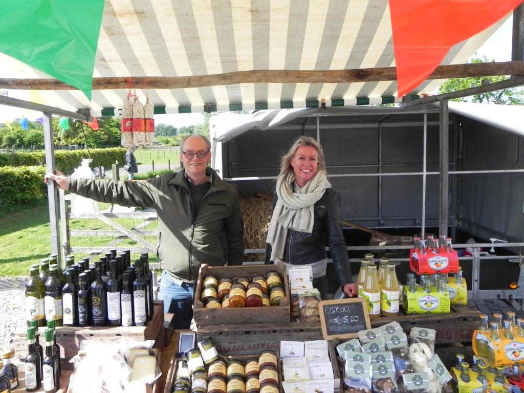 Tonko en Julliett hadden een kraam vol Italiaanse delicatessen.  Richard Thoolen © BDU media