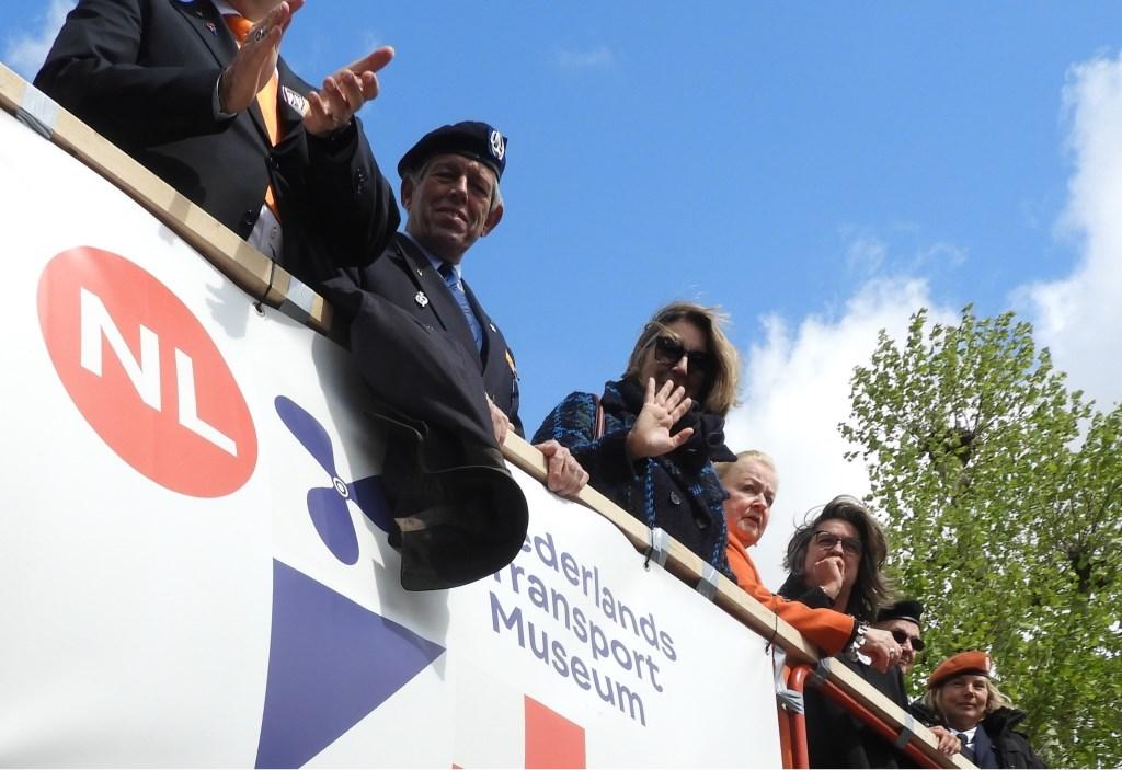 Op het podium namen o.a. Piet van Sprang, Marjolein Steffens, Carla Beenakker en Mariëtte Sedee het defilé af. Frans Tol © BDU media